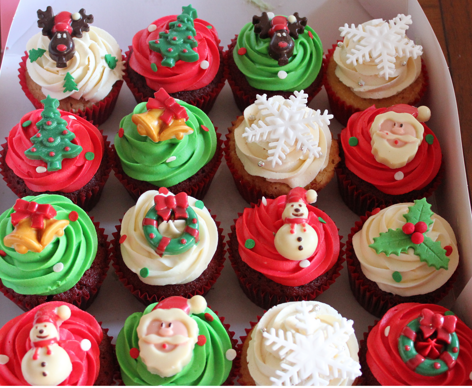 Christmas Cupcakes Cupcake lovers in paris france 75017 themed cupcakes customized cupcakes