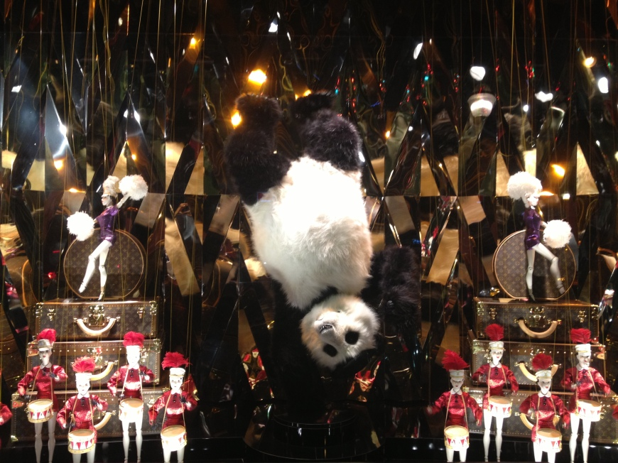 Louis Vuitton Galeries Lafayette vitrines window display christmas noel paris 2012