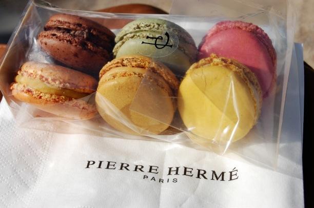 pierre hermé macarons pierre herme macarons paris france desserts patriciaparisienne
