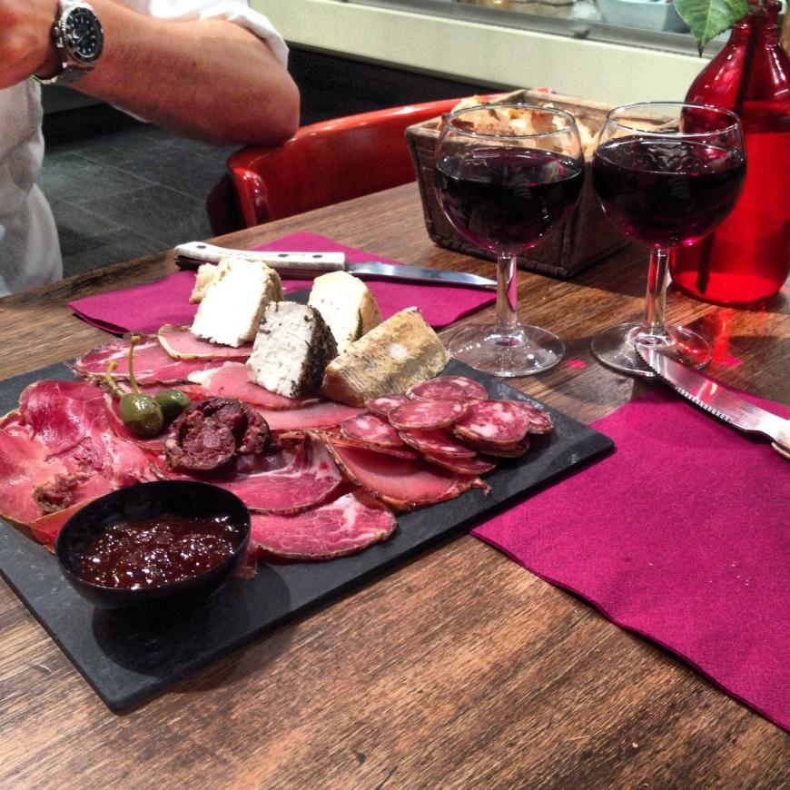 terra corsa paris planche mixte charcuterie fromage cheese france rue de martyrs restaurant